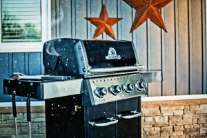Broil King Baron 420 Pro Lifestyle image of bbq and winter cottage