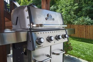 Broil King Baron S 420 Pro Lifestyle image in the backyard