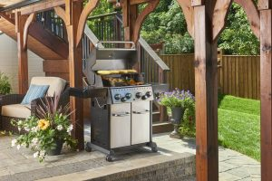 Broil King Crown S 490 Backyard Lifestyle